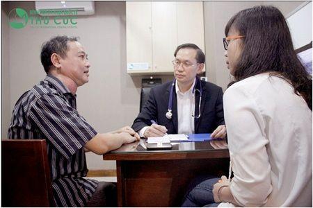 PGS.,TS.,BS Ang Peng Tiam (giữa)
