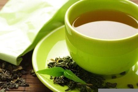 Trà chứa nhiều hợp chất có lợi trong việc bảo vệ cơ thể, chống lại sự tàn phá của tế bào gây bệnh ung thư.