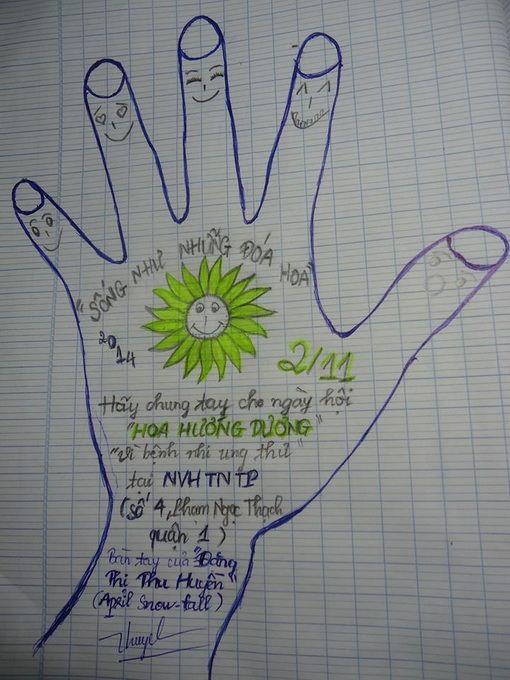 Vẽ bàn tay của bạn lên giấy, ghi thông điệp gửi đến bệnh nhi ung thư cùng thông tin ngày hội và gửi về chương trình