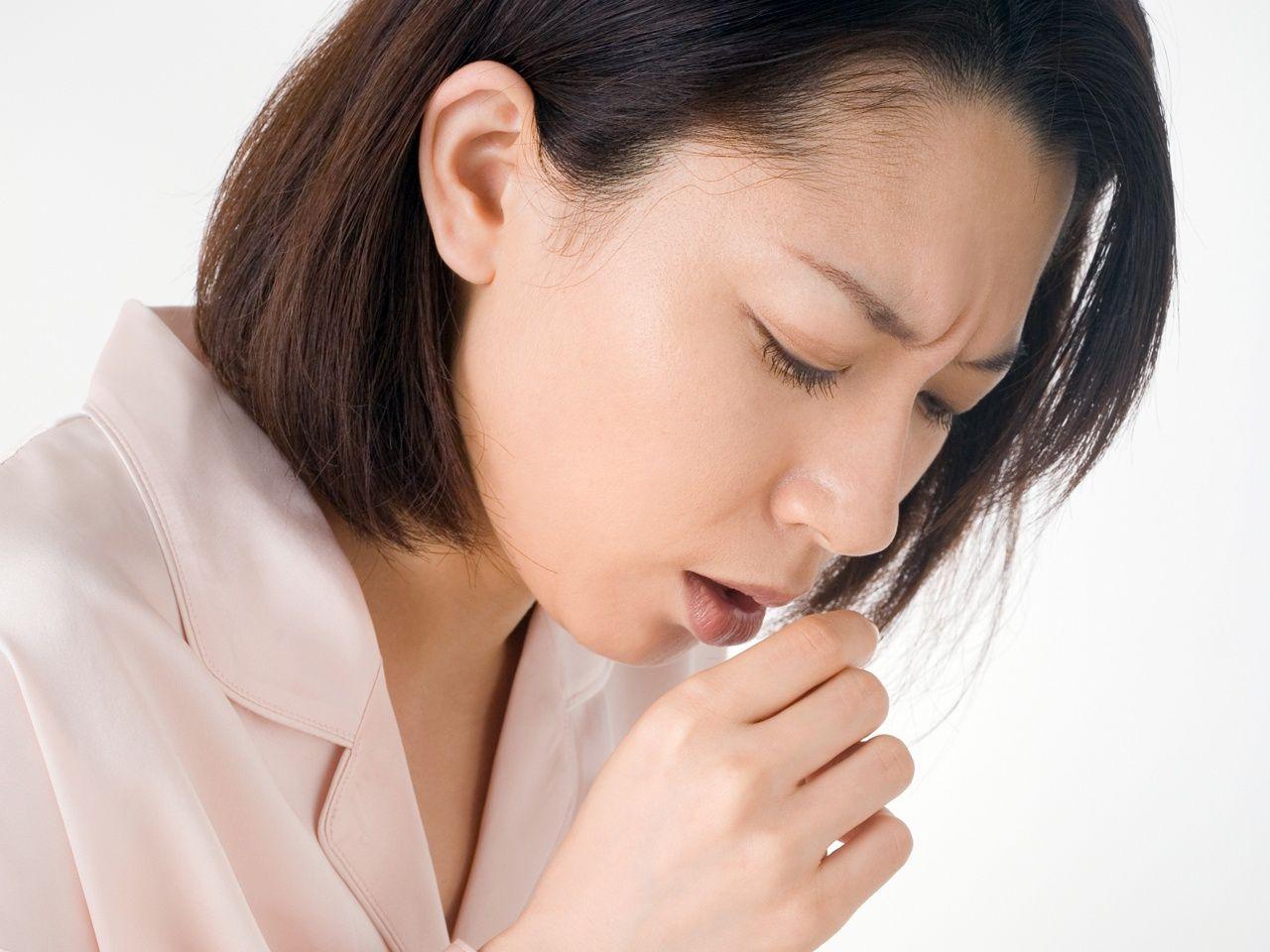Bệnh nhân ung thư tuyến ức thường có triệu chứng ho, khó thở