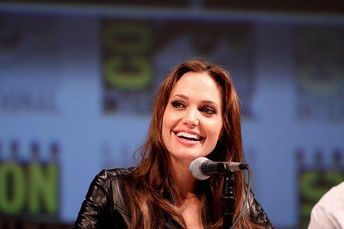 Quyết định của Jolie tạo động lực cho những người mong muốn được tư vấn về di truyền và nguy cơ mắc ung thu vú ung thư vú