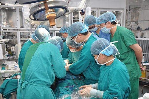 phẫu thuật hay mổ là một phương pháp hiệu quả nhất để cứu sống bệnh nhân ung thư ở giai đoạn sớm.
