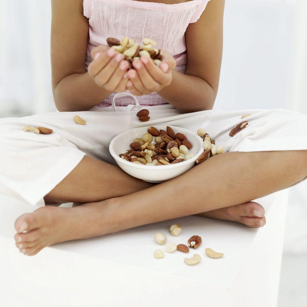 Những người tiêu thụ hai hoặc nhiều hơn phần ăn, uống có chứa các loại hạt cây hoặc đậu mỗi tuần sẽ làm giảm 36% nguy cơ mắc bướu sợi tuyến so với những người tiêu thụ ít hơn 1 phần ăn, uống/tháng.