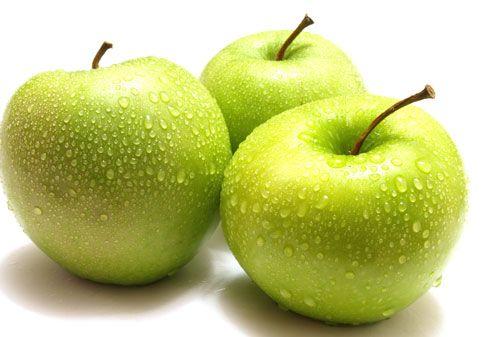 Không ăn táo cả lõi vì có nguy cơ ngộ độc