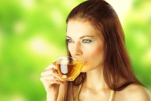 Không nên uống trà lúc đói vì dễ gây hiện tượng chóng mặt, buồn nôn...