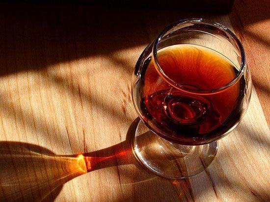 Uống rượu bia, nước ngọt có ga cũng làm bệnh trầm trọng hơn