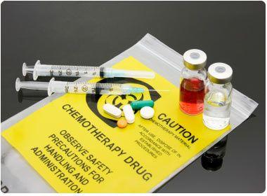 Hóa trị là một trong các phương pháp chính điều trị ung thư phổi tế bào nhỏ.
