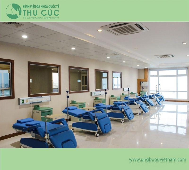 Phòng điều trị hóa trị Bệnh viện Thu Cúc được trang bị tiện nghi, thoải mái cho người bệnh.