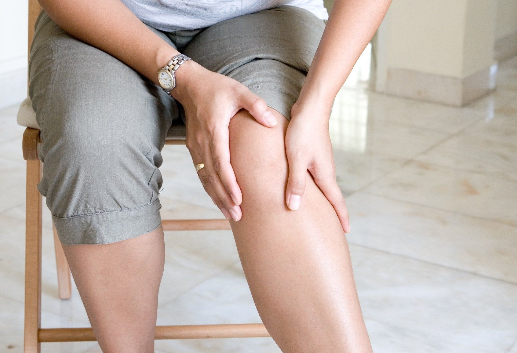 Dấu hiệu thường gặp đầu tiên khi ung thư vú di căn xương là đau xương.