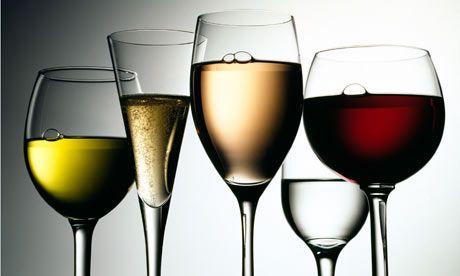 Uống nhiều rượu làm tăng nguy cơ mắc các bệnh ung thư.