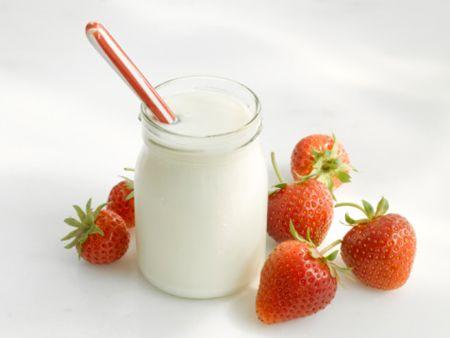 Ăn nhiều sữa chua tốt cho hệ tiêu hóa và ngăn ngừa các bệnh về dạ dày hiệu quả.