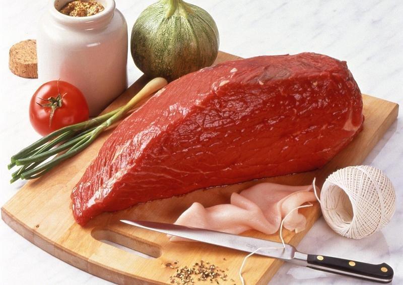Ăn nhiều thịt đỏ và thịt chế biến sẵn làm tăng nguy cơ ung thư.