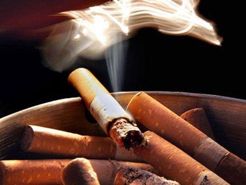 Thuốc lá là một trong các yếu tố làm tăng nguy cơ mắc ung thư đại trực tràng.