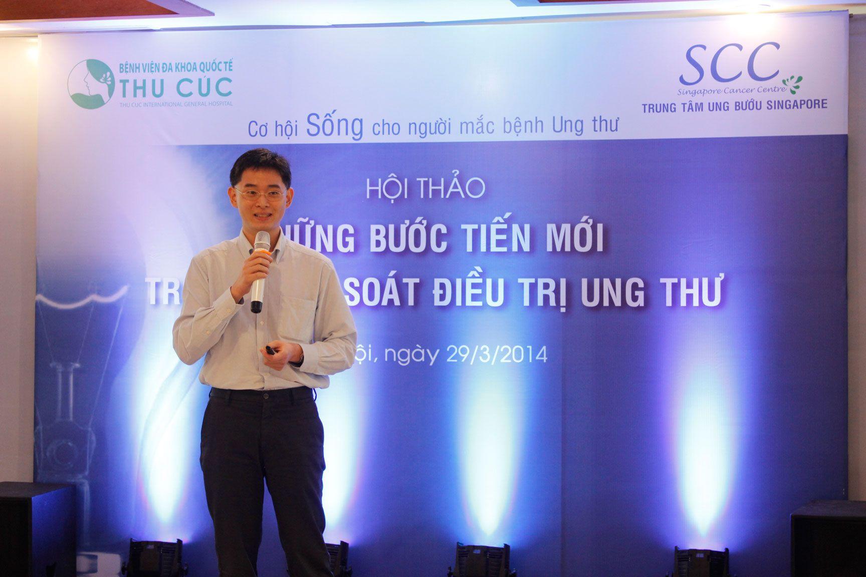 Bác sĩ Zee Ying Kiat - bác sĩ Chuyên khoa Y tế Ung thư Tư vấn tại Viện Ung thư Đại học Quốc gia Singapore - chuyên gia điều trị các bệnh ung thư về đường tiêu hóa như dạ dày, thực quản, gan, tuyến tụy và đại trực tràng tại Bệnh viện Thu Cúc.