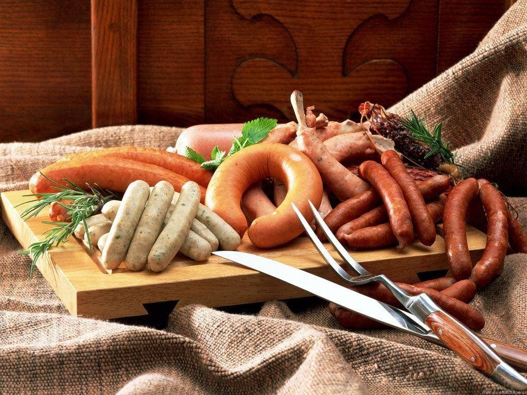 Tiêu thụ nhiều các loại thịt đã chế biến sẵn (như thịt xông khói, xúc xích, giăm bông) và thịt đỏ (thịt bò, thịt lợn, thịt cừu) làm tăng ung thư ruột kết và ung thư trực tràng.