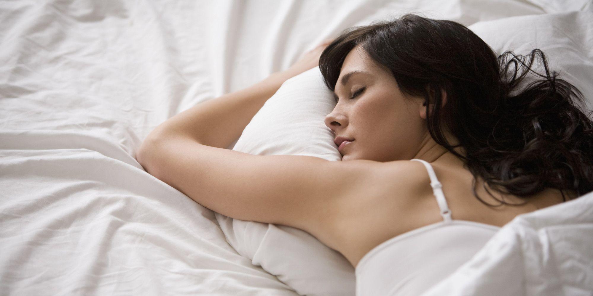 Đi ngủ và thức dậy theo mốc thời gian cố định, kể cả ở thời điểm cuối tuần.
