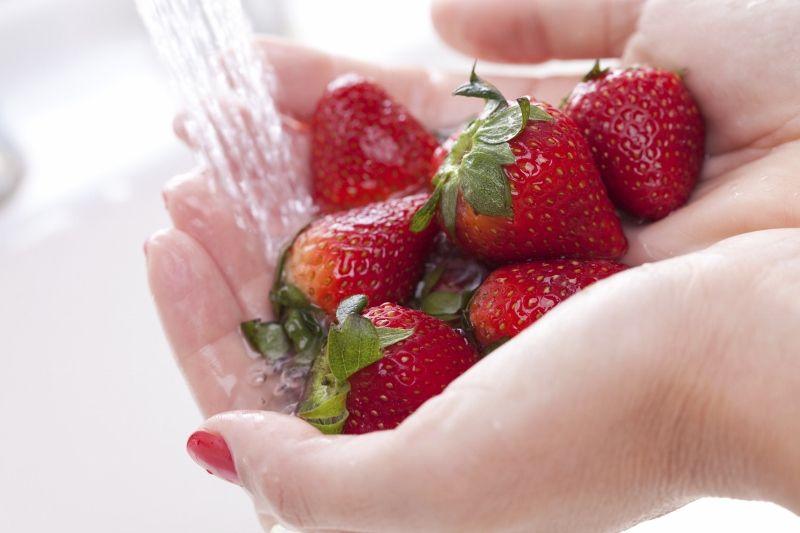 Luôn luôn rửa sạch trái cây và rau quả.