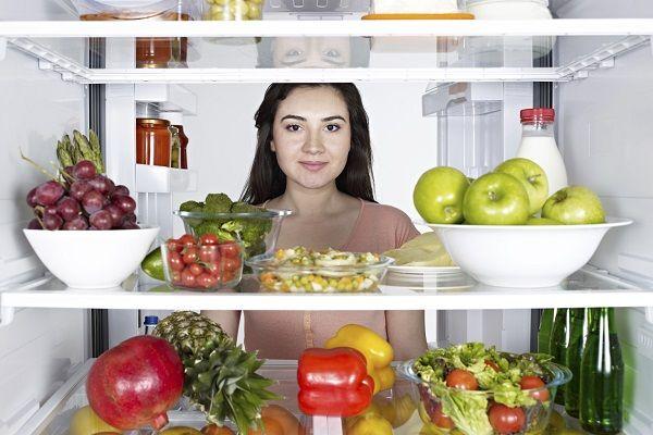 Rau xanh giàu chất xơ và chất chống oxy hóa, không chỉ cho một cơ thể khỏe mạnh mà còn có tác dụng phòng và chữa bệnh ung thư. Vì vậy, bạn nên tăng cường ăn các loại rau xanh trong chế độ ăn uống hàng ngày.
