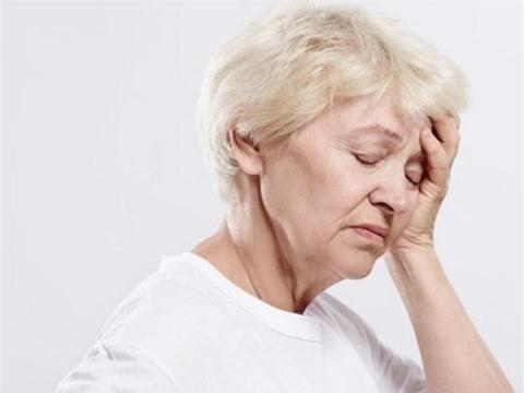 Bệnh bạch cầu có thể khiến bạn mệt mỏi không rõ nguyên nhân, hiện tượng này xảy ra liên tục do mất các tế bào máu.