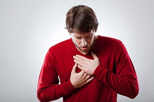 Biểu hiện khó thở có thể xuất hiện sớm hoặc cùng lúc với khàn tiếng