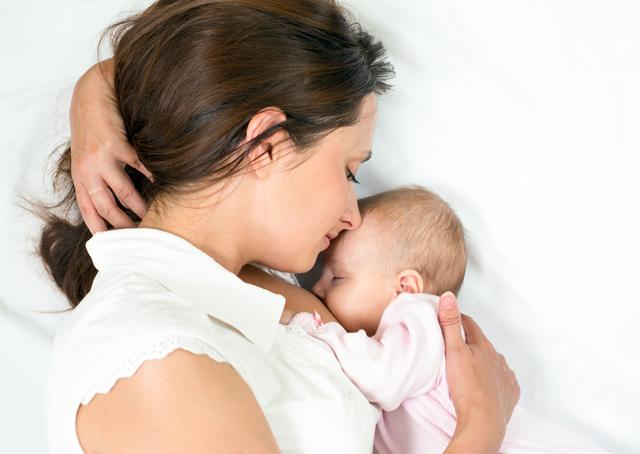 Sinh con, cho con bú giúp bạn giảm nguy cơ ung thư vú và các bệnh ung thư buồng trứng, ung thư tử cung.