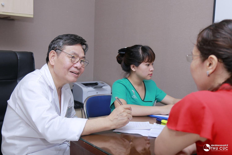 cần thăm khám và tầm soát ung thư vú định kỳ để theo dõi sự phát triển của khối u, phát hiện những bất thường và điều trị kịp thời.