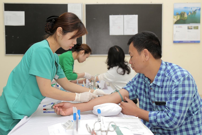 Người dân xứ Lạng được làm các xét nghiệm, thăm khám cần thiết, giúp tầm soát các dấu hiệu ban đầu khi bệnh ung thư mới xuất hiện