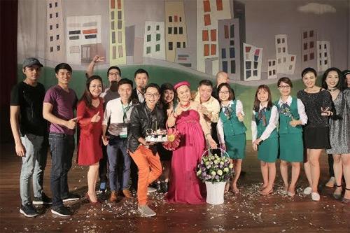 """Sinh nhật lần thứ 60 của nghệ sĩ hài Xuân Hinh trùng hợp với sự kiện """"Không ai phải sợ"""", do đó nghệ sĩ được tổ chức sinh nhật ngay tại sân khấu."""