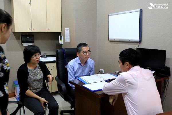 07/2017: Cận cảnh buổi thăm khám và điều trị ung thư bởi chính TS.BS Lim Hong Liang tại BV Thu Cúc