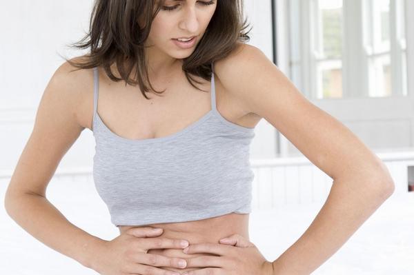 Người bệnh sẽ cảm thấy đau bụng dữ dội khi bị viêm loét đại tràng