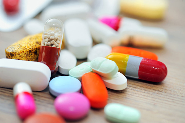 Lạm dụng kháng sinh trong thời gian dài cũng khiến người bệnh bị đau dạ dày