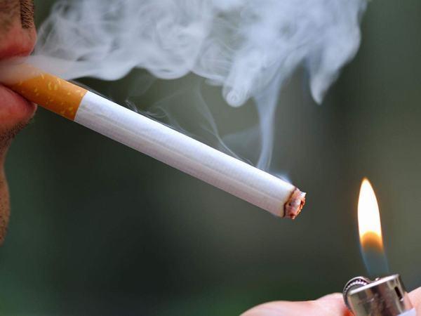 Hút thuốc là làm tăng nguy cơ mắc ung thư lưỡi