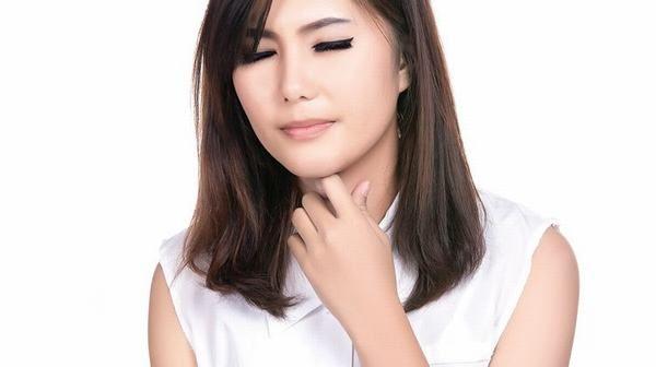 Người bệnh bị viêm amidan thường có triệu chứng đau họng, đau khi nuốt có kèm theo ho hoặc sốt