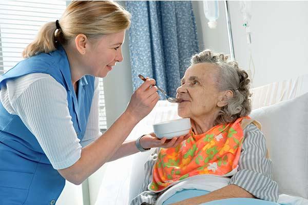 Người bệnh cần nghỉ ngơi và ăn uống đúng cách để tăng cường sức khỏe