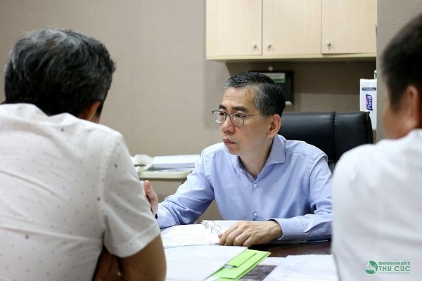 Bệnh viện Thu Cúc có bác sĩ giỏi từ Singapore giúp tư vấn điều trị bệnh cho khách hàng
