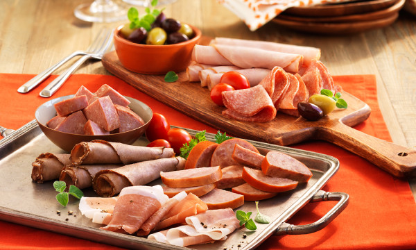 Người bệnh ung thư thực quản không nên ăn những thực phẩm chế biến sẵn, nhiều dầu mỡ...