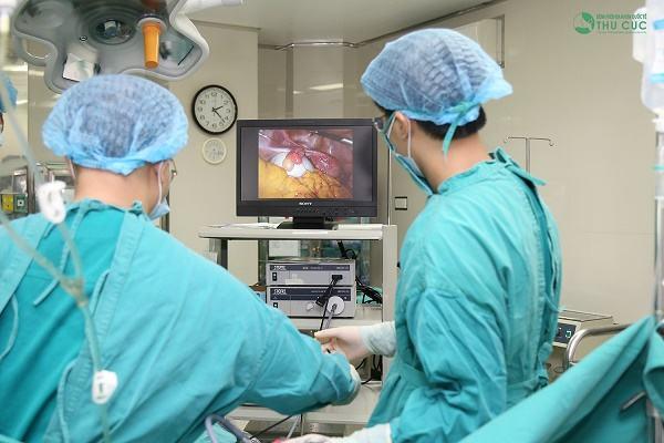Trong những trường hợp polyp có kích thước lớn cần được tiến hành mổ cắt polyp để loại bỏ sớm bệnh