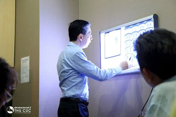 ung thư tuyến giáp di căn phổi điều trị càng bác sĩ LIM