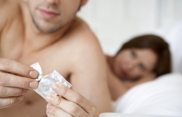 Tiêm phòng viêm gan B rồi vẫn có thể mắc bệnh nên chúng ta cần sử dụng các biện pháp an toàn trong đời sống sinh hoạt tình dục