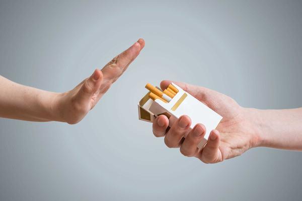 Ngừng hút thuốc lá và hạn chế tiếp xúc với người mắc xơ phổi sẽ giúp phòng ngừa nguy cơ mắc bệnh