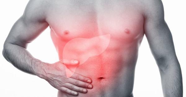 Khi mắc các bệnh ở gan, người bệnh còn thấy có sự bất thường ở bụng, thường xuyên buồn nôn