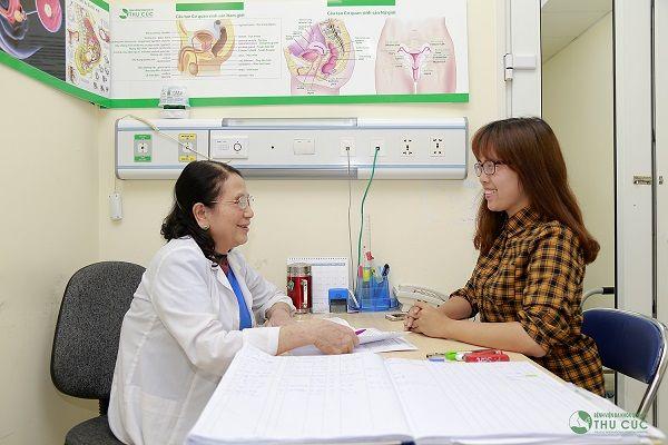 Chị em cần đi khám để bác sĩ chỉ định phương pháp chữa trị hiệu quả