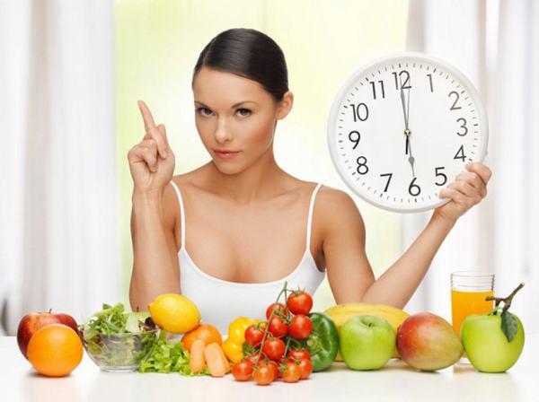 Người bệnh cần nhịn ăn trước khi nội soi để làm sạch đại tràng