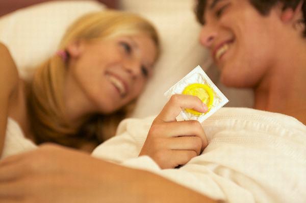 Quan hệ tình dục an toàn sẽ giúp bạn tránh nguy cơ nhiễm virus viêm gan B