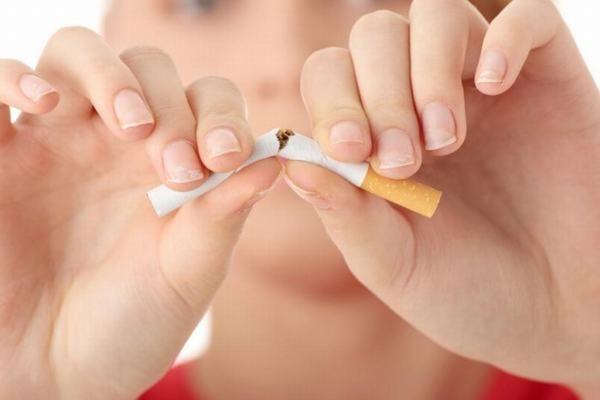 Cần tránh hút thuốc lá, thuốc lào cũng giúp phòng tránh viêm phế quản hiệu quả