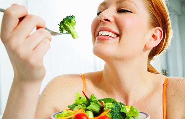 Phụ nữ ăn nhiều rau xanh như cải bắp, bông cải xanh... có thể giảm 20-40% nguy cơ mắc ung thư vú