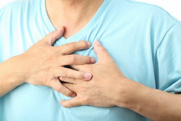 Người bệnh tràn dịch màng phổi thường xuất hiện các triệu chứng khó thở, đau tức ngực ảnh hưởng nghiêm trọng tới sức khỏe