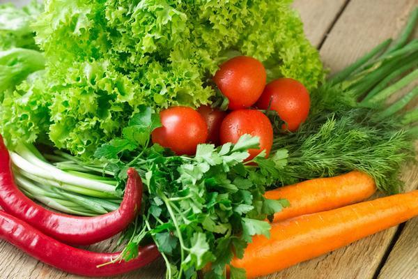 Cần tăng cường rau xanh và củ quả nhằm cung cấp chất xơ và vitamin cần thiết cho cơ thể