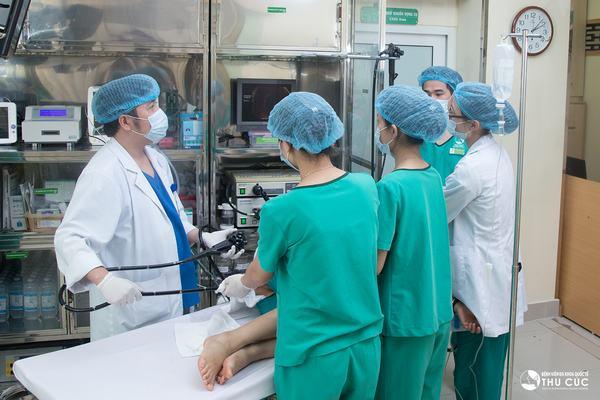 Qua nội soi đại tràng bác sĩ sẽ tiến hành sinh thiết polyp nhằm xác định chính xác bệnh