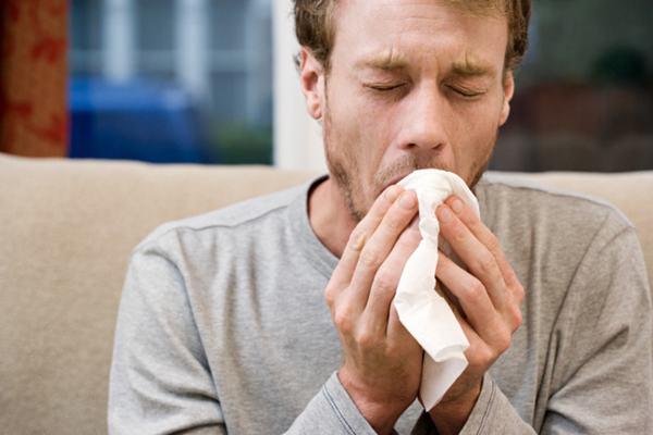 Triệu chứng ung thư phổi giai đoạn đầu có thể thấy là đau tức ngực, ho kéo dài, khó thở